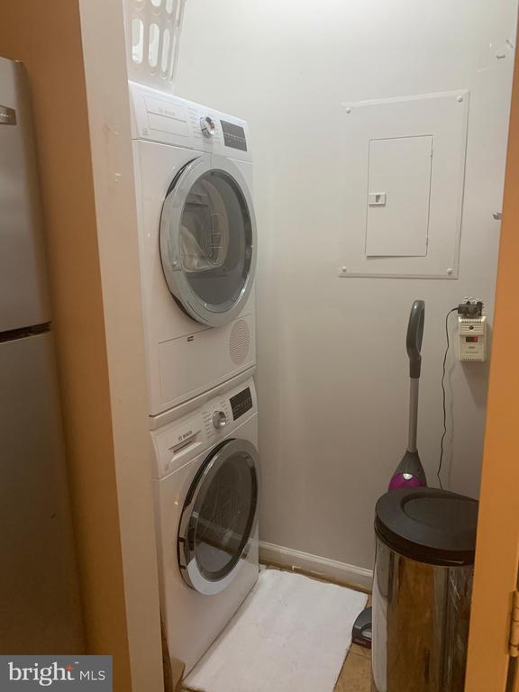 laundry room - 20303 BEECHWOOD TER #303, ASHBURN