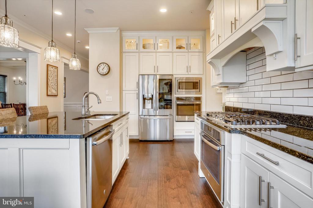 Gourmet Kitchen - 17243 MISS PACKARD CT, DUMFRIES