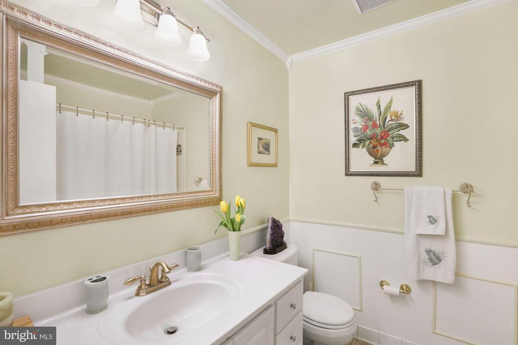 Hall bath on main level - 10613 PINEVIEW RD, MANASSAS