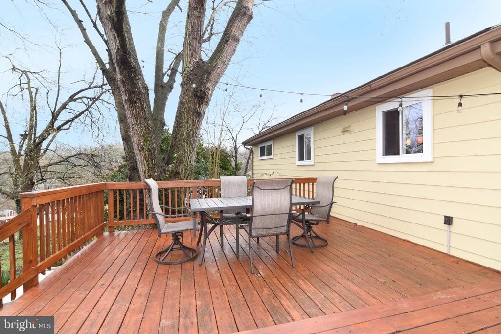 Large  rear and side deck - 6306 GENTELE CT, ALEXANDRIA