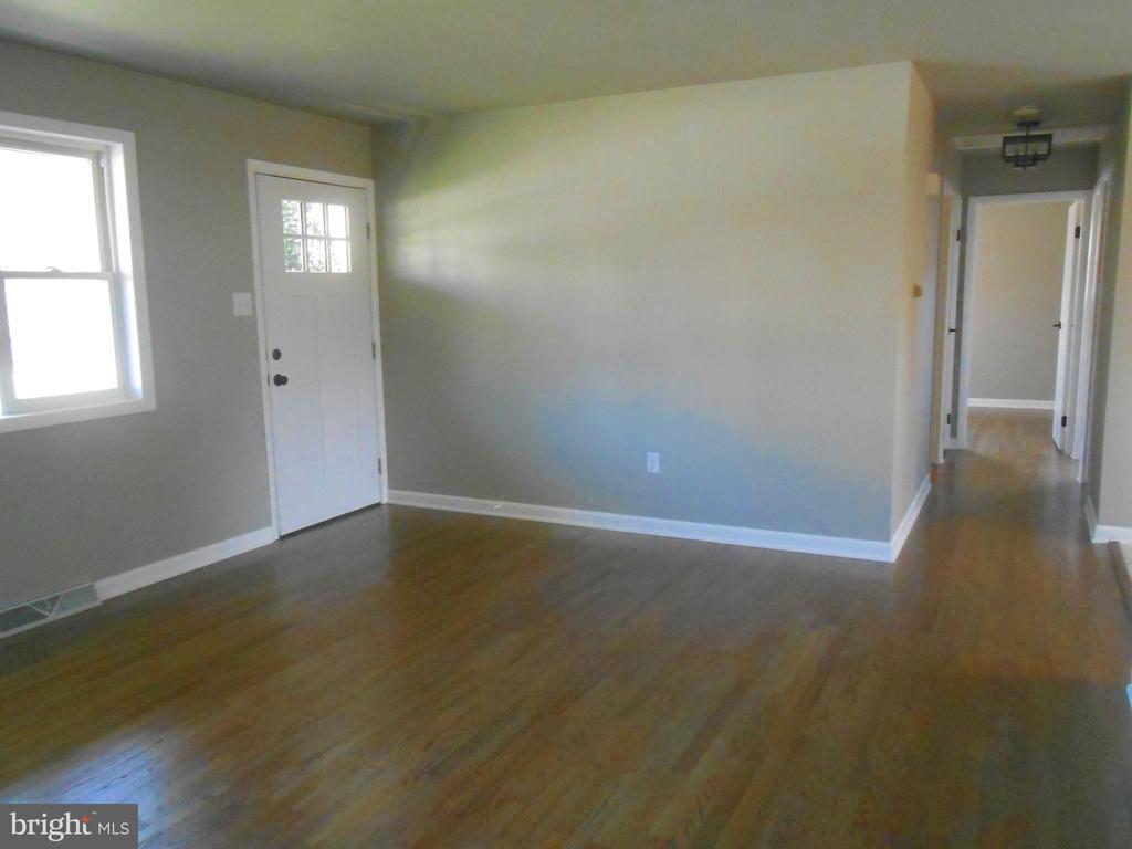 Original hardwood floors refinished to perfection - 26 MAPLE AVE, SMITHSBURG