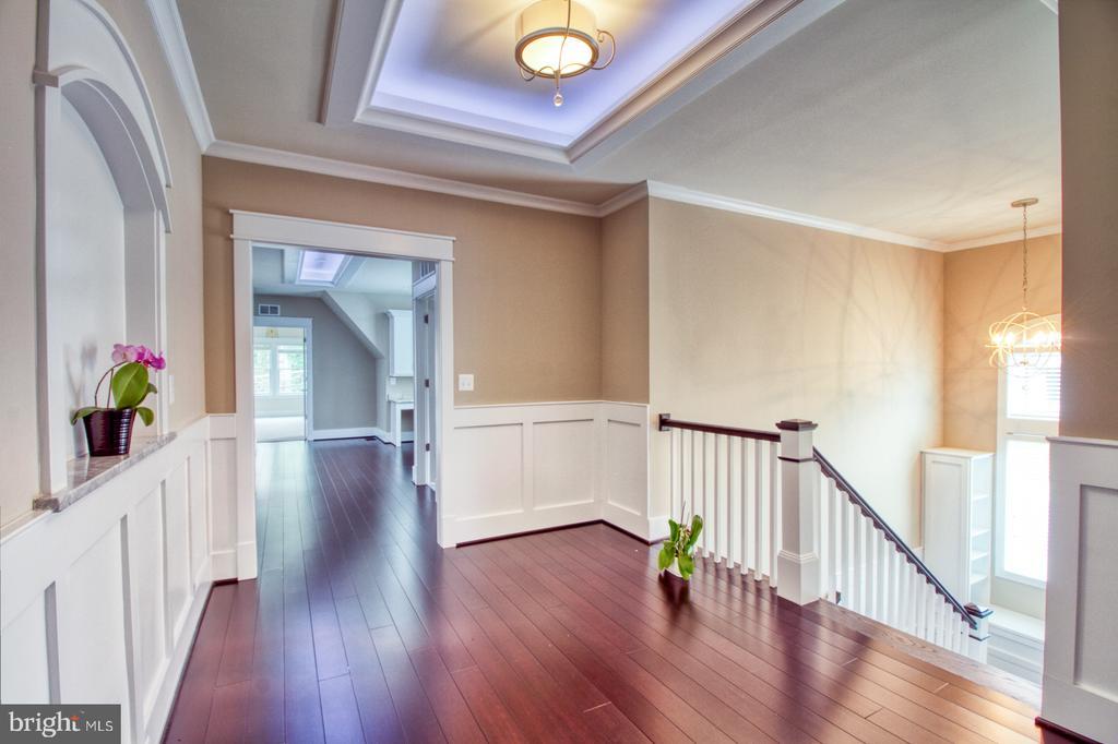 2nd floor hallway - 405 NELSON DR NE, VIENNA