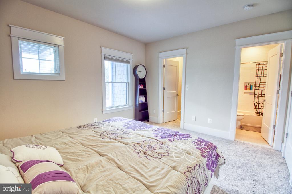 2nd floor bedroom1 - 405 NELSON DR NE, VIENNA