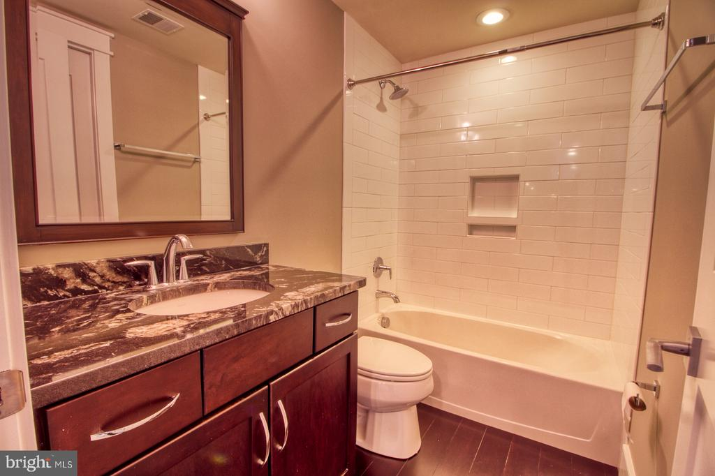 Basement bathroom - 405 NELSON DR NE, VIENNA
