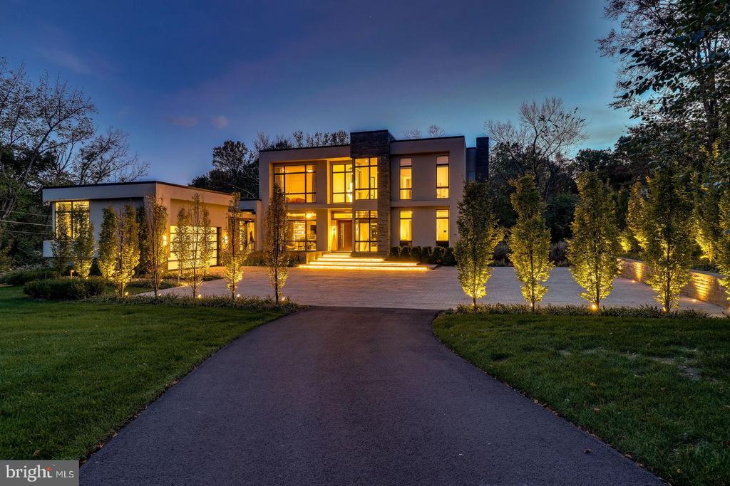 - 749 CHAIN BRIDGE RD, MCLEAN