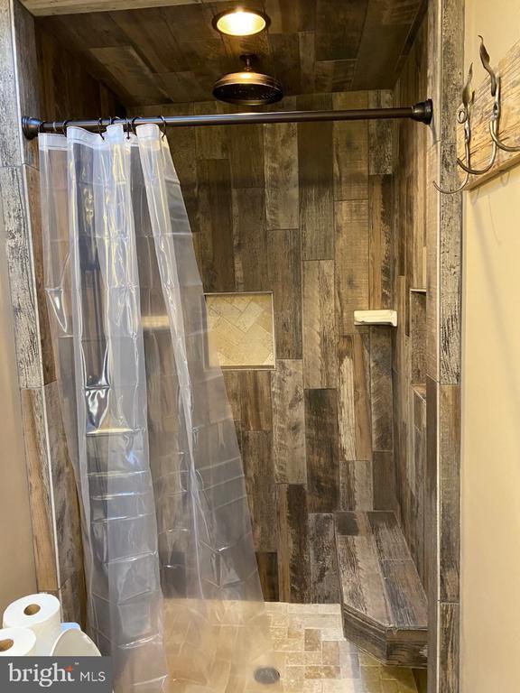 Spa Shower - 2024 SCHOONER DR, STAFFORD