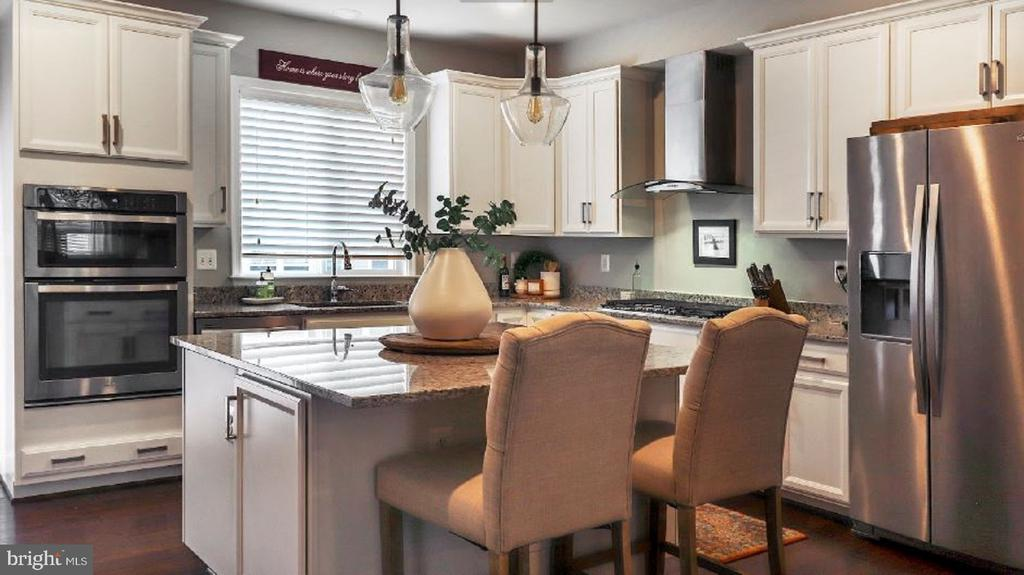 Do you love this kitchen? - 17353 REDSHANK RD, DUMFRIES