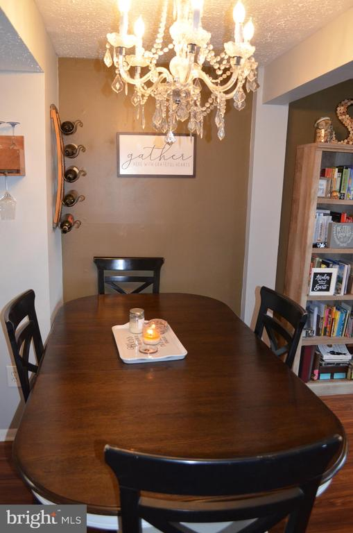 Large dining area with bar - 212 DEERVALLEY DR, FREDERICK