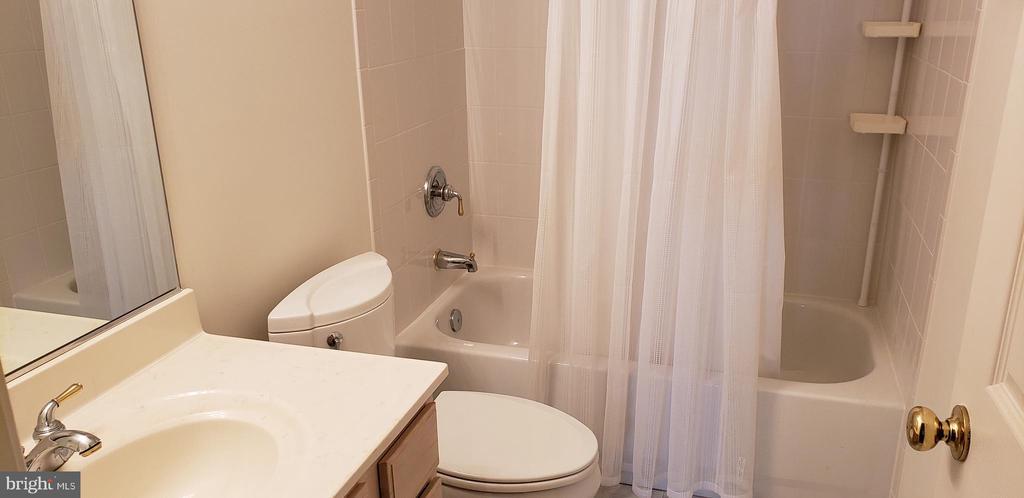 Bath on Main Floor - 55 FOX LN, WHITE POST