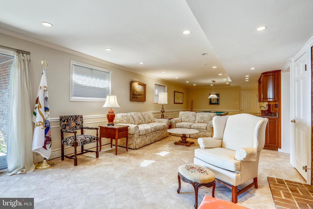 Expansive lower level has pretty tile floor - 3903 BELLE RIVE TER, ALEXANDRIA