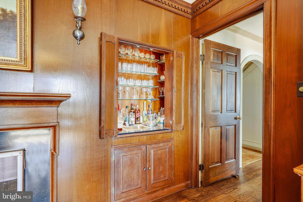 Library has wood cabinetry with built in bar - 3903 BELLE RIVE TER, ALEXANDRIA