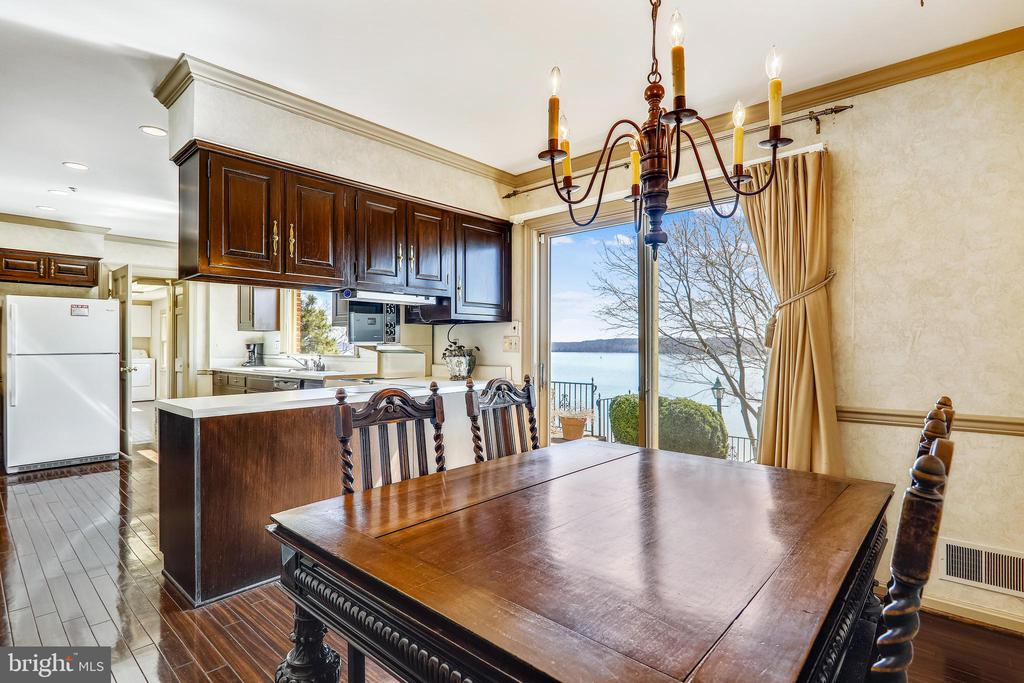 Water views, in the spacious and open kitchen - 3903 BELLE RIVE TER, ALEXANDRIA