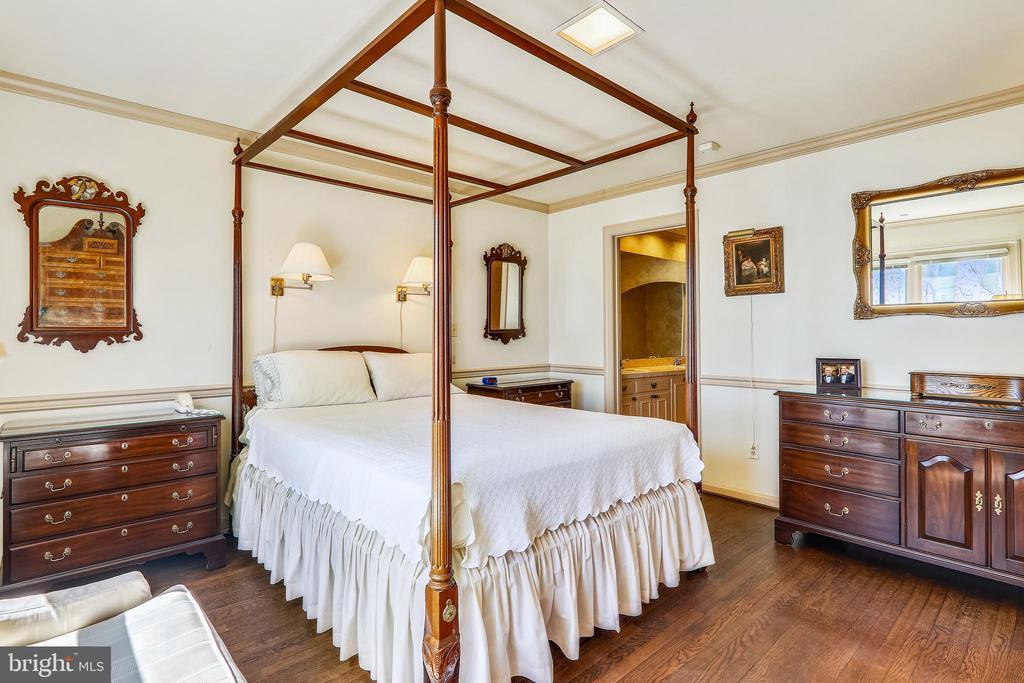 Primary bedroom with en-suite full bath - 3903 BELLE RIVE TER, ALEXANDRIA