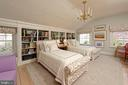Generous bedroom with a wall of built-in shelving - 711 PRINCE ST, ALEXANDRIA