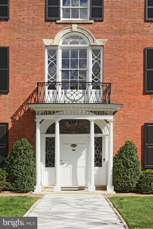 Stunning facade on lushly landscaped grounds - 711 PRINCE ST, ALEXANDRIA