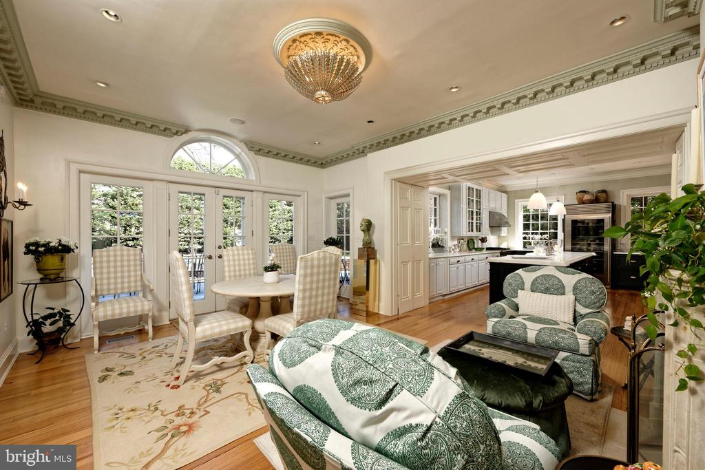 Sundrenched breakfast room w/glass doors to patio - 711 PRINCE ST, ALEXANDRIA