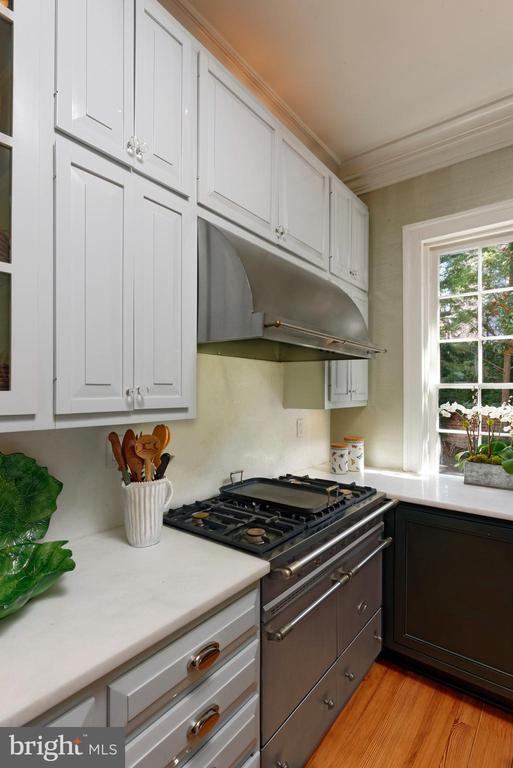 Sought after Lacanche French range w/range hood - 711 PRINCE ST, ALEXANDRIA