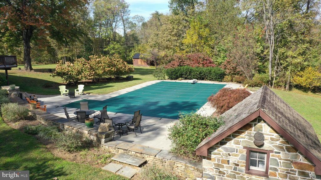 Pool and spring house - 37670 CHAPPELLE HILL RD, PURCELLVILLE