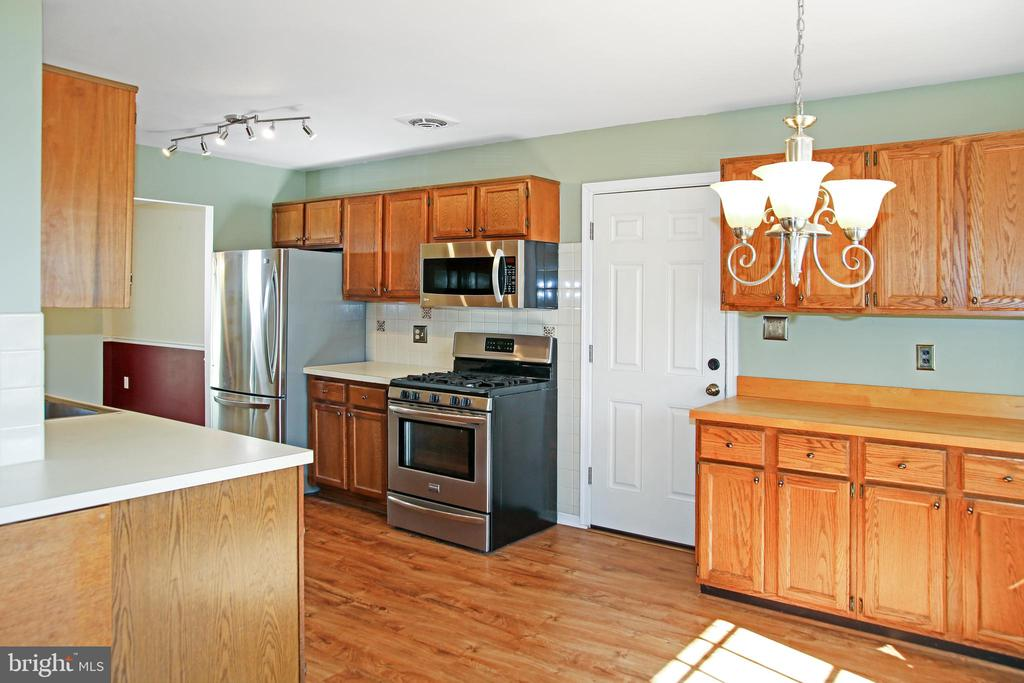 Kitchen with stainless steel appliances - 8002 LAKE PLEASANT DR, SPRINGFIELD