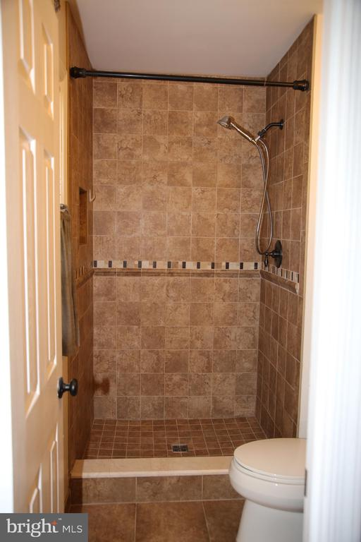 Owners Bath - 8002 LAKE PLEASANT DR, SPRINGFIELD