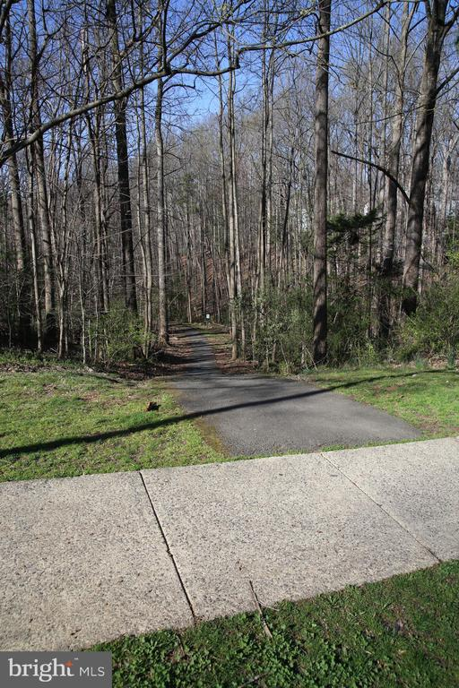 Walking Trails - 8002 LAKE PLEASANT DR, SPRINGFIELD