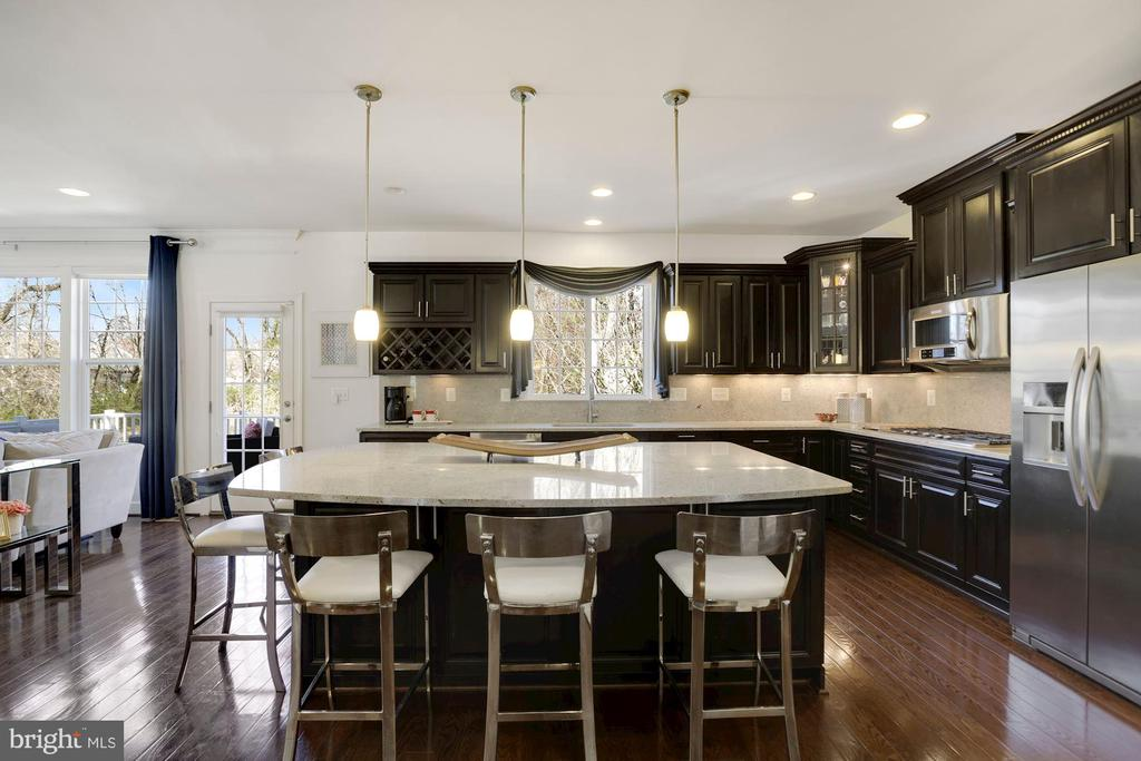 Huge island in gourmet kitchen - 10286 GREENSPIRE DR, OAKTON