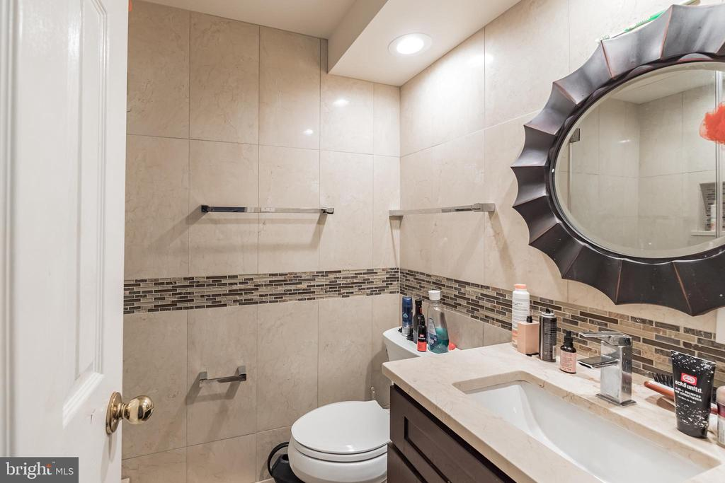 Full Bath Lower Level - 20757 BREEZY POINT TER, STERLING