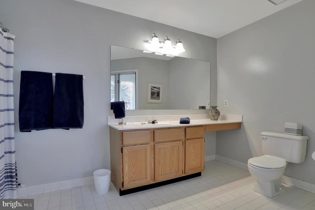 2nd Bedroom Full Bath - 47661 PENNRUN WAY, STERLING