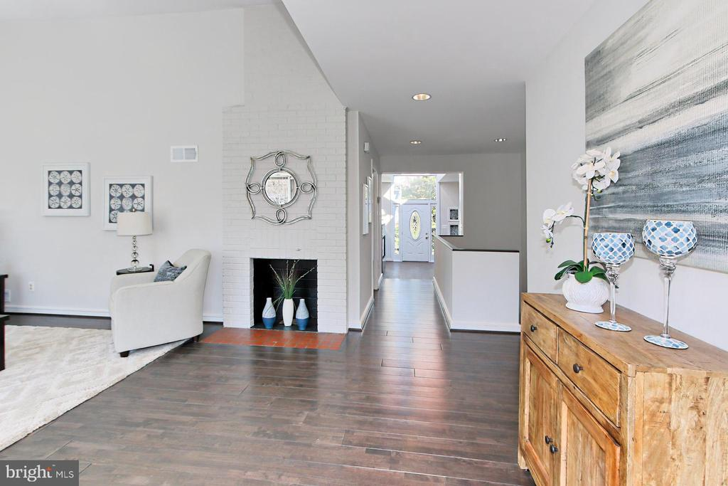 Foyer shows the front rear view - 6802 GLENMONT ST, FALLS CHURCH