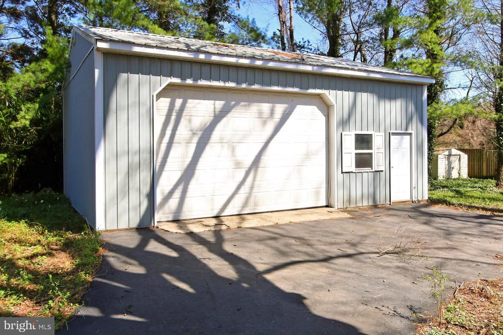 Two car garage and workshop - 6802 GLENMONT ST, FALLS CHURCH