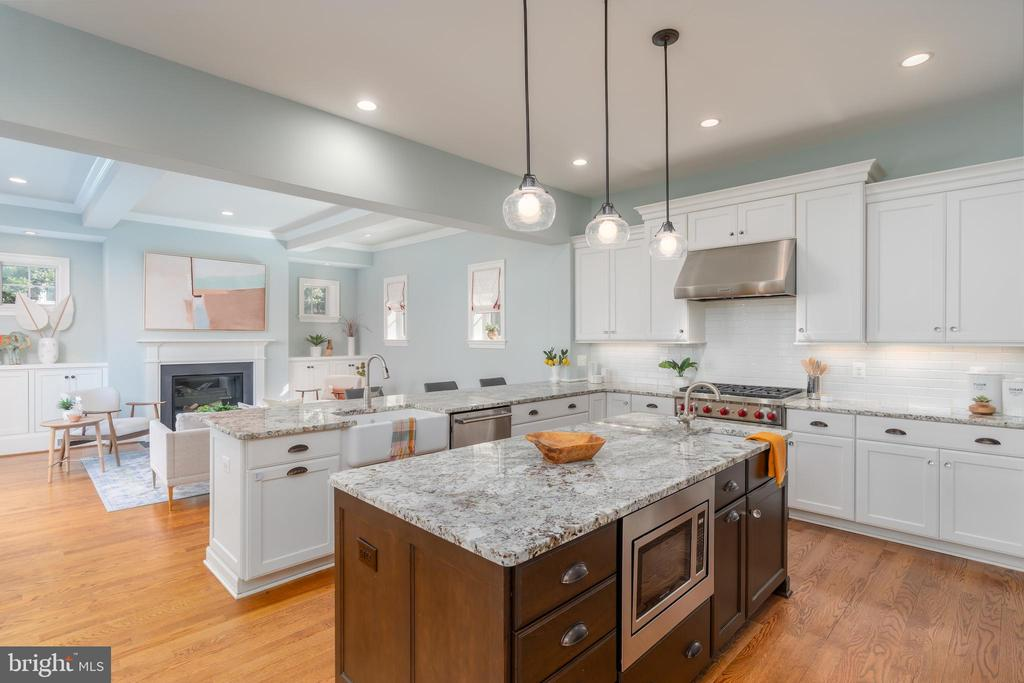Kitchen with Hardwood Floors - 3179 17TH ST N, ARLINGTON