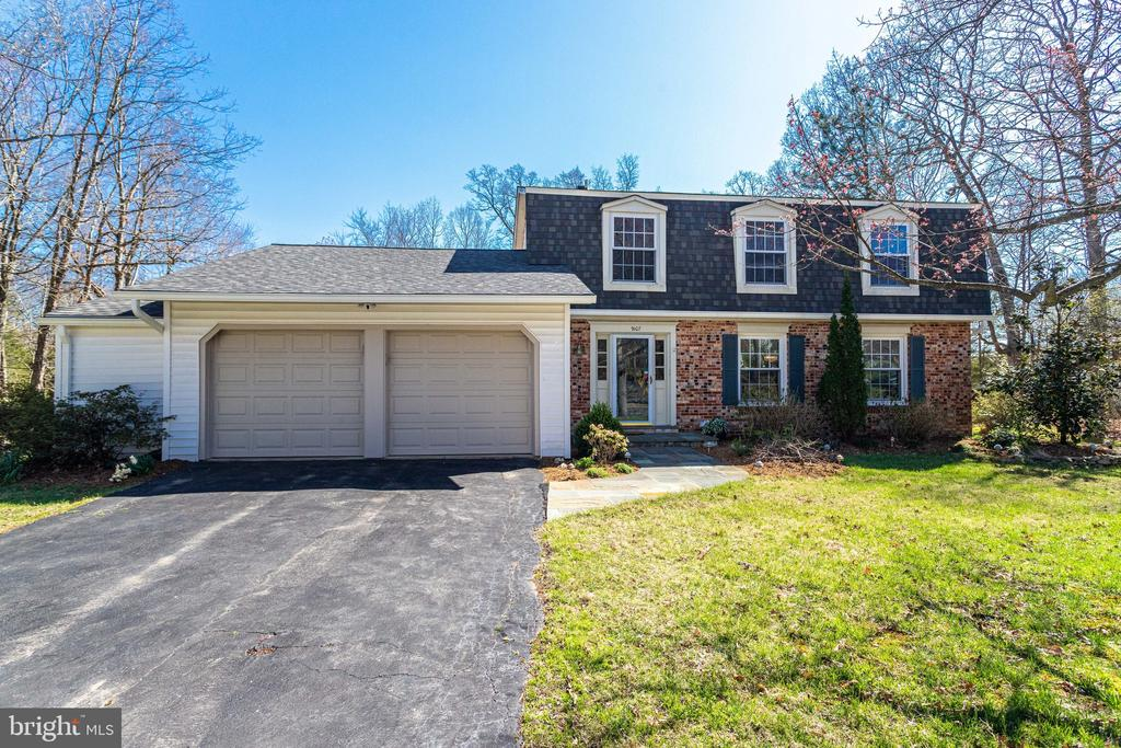 Brick Front Colonial w/Expanded 2-Car Garage - 9107 ROOKINGS CT, SPRINGFIELD