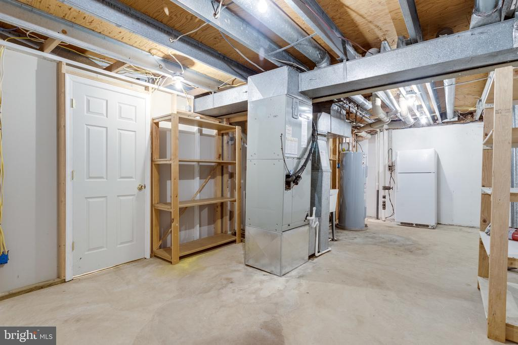 Utility Area w/Storage Space + Room to Create Gym - 9107 ROOKINGS CT, SPRINGFIELD