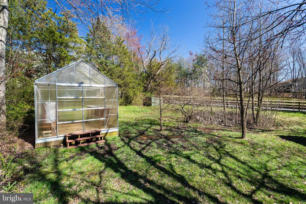 Greenhouse on Nearly 1 Acre of Land - 9107 ROOKINGS CT, SPRINGFIELD