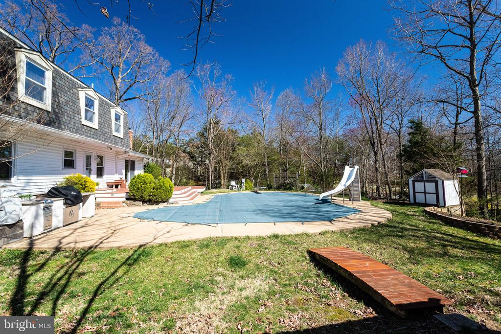 In-grd Pool w/Slide & Diving Board - 3' - 10' Deep - 9107 ROOKINGS CT, SPRINGFIELD
