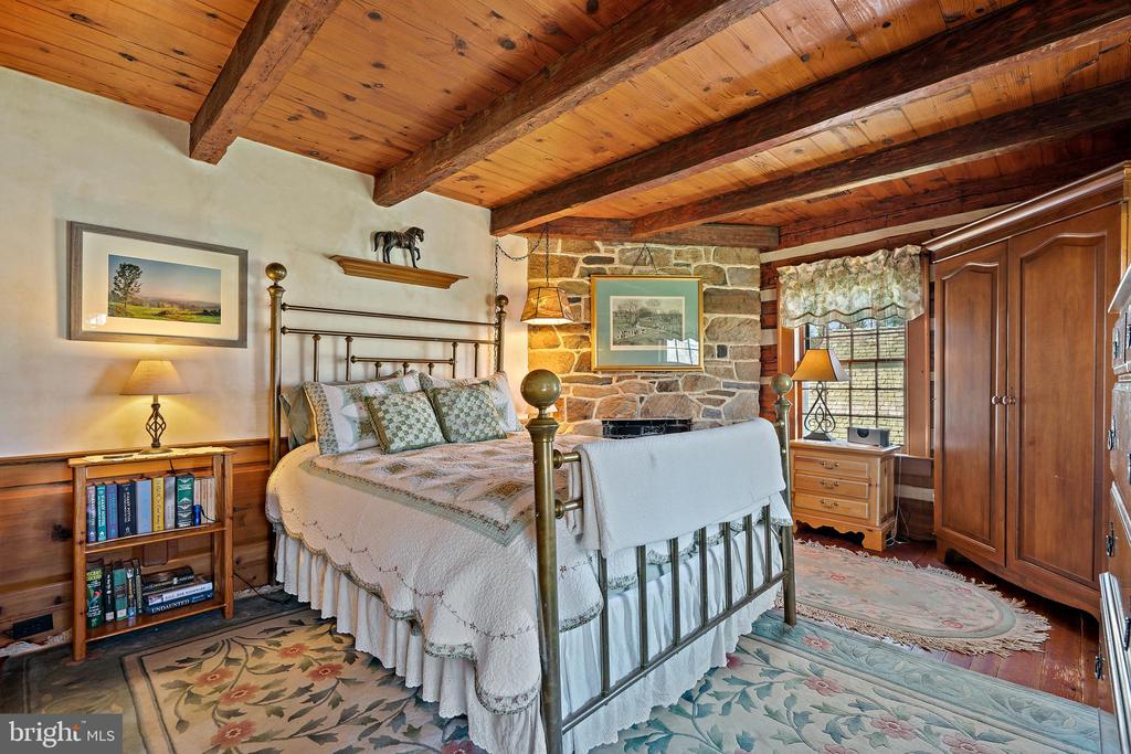 Bedroom 3 has field stone fireplace - 37670 CHAPPELLE HILL RD, PURCELLVILLE