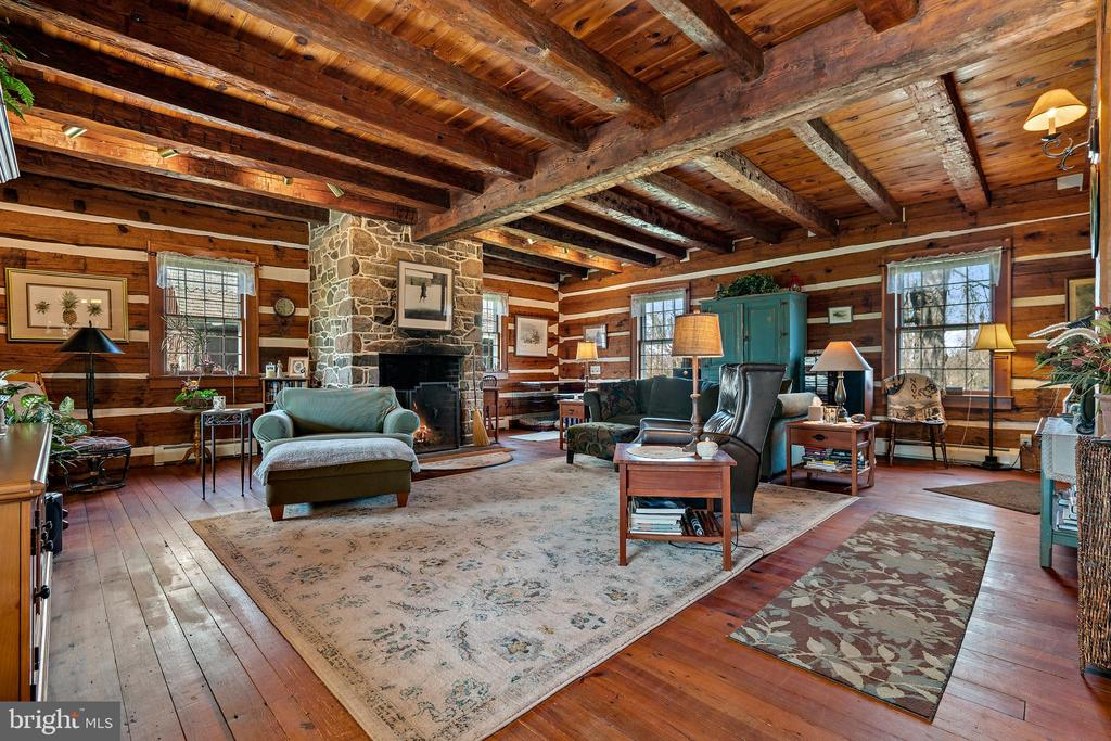 Family room has field stone fireplace - 37670 CHAPPELLE HILL RD, PURCELLVILLE