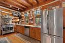 Chef's range and stainless appliances - 37670 CHAPPELLE HILL RD, PURCELLVILLE