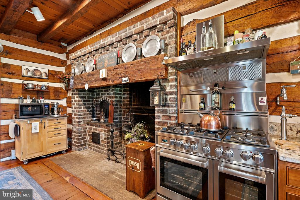 Kitchen fireplace - 37670 CHAPPELLE HILL RD, PURCELLVILLE