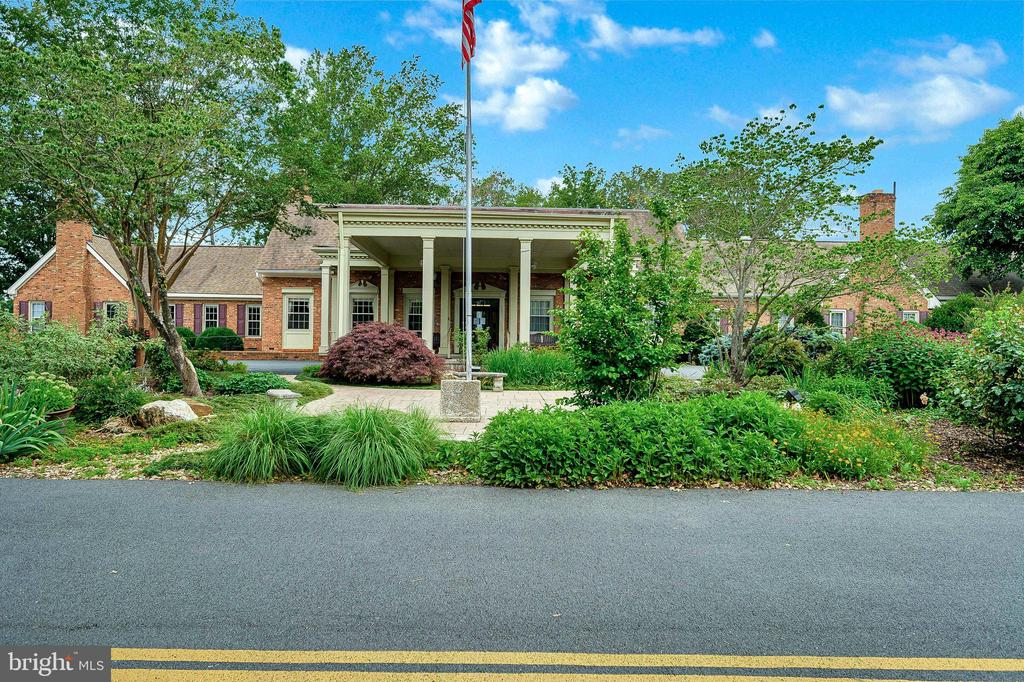 Fabulous Club House--Great Views! Great Food! - 1106 LAKEVIEW PKWY, LOCUST GROVE