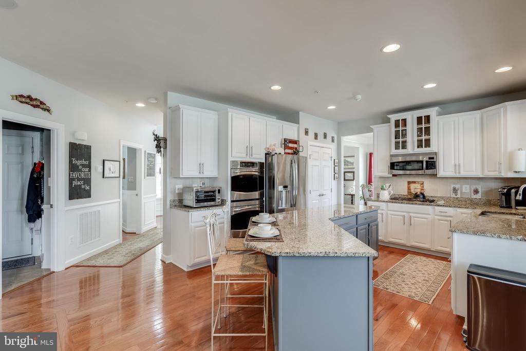 Gourmet kitchen - 113 MAROON CT, FREDERICK
