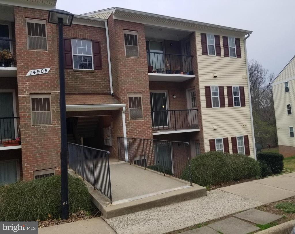 Newly renovated 1 bedroom end-of-row condo coming! - 14905 RYDELL RD #204, CENTREVILLE