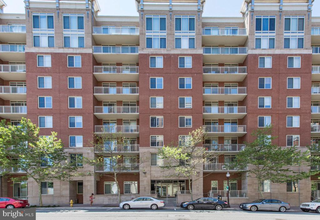 Well-Maintained, Gorgeous Building - 820 N POLLARD ST #208, ARLINGTON