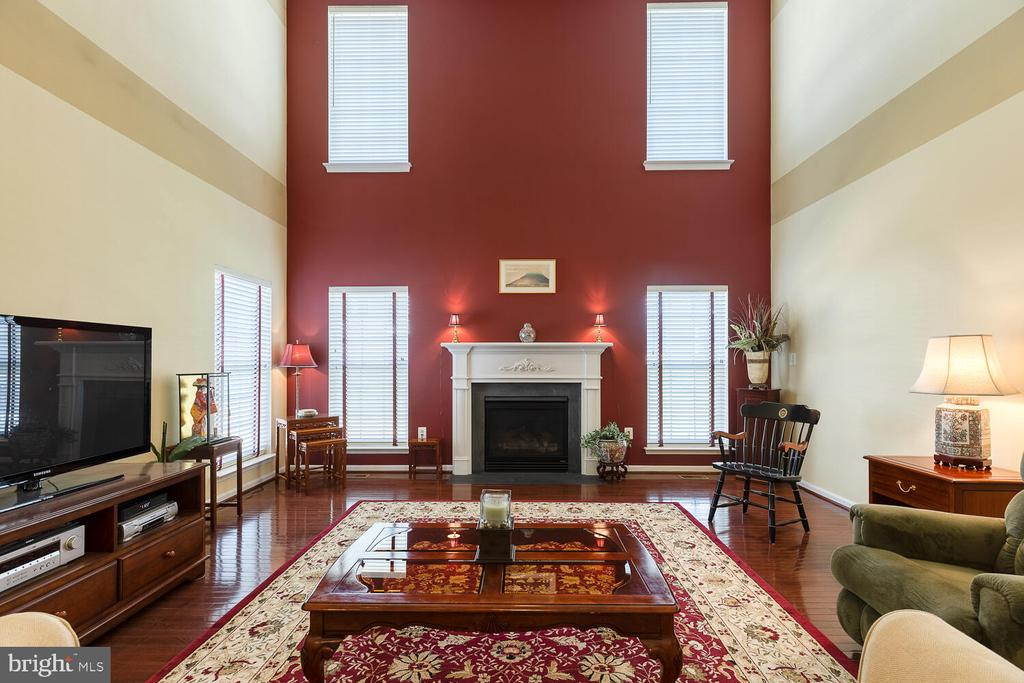 2-story family room open to upper level - 33 BISMARK DR, STAFFORD