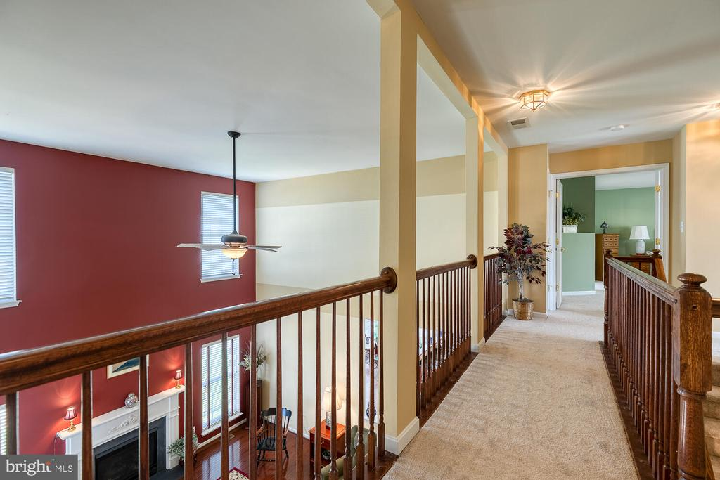 Upper level with all BRAND NEW carpet! - 33 BISMARK DR, STAFFORD