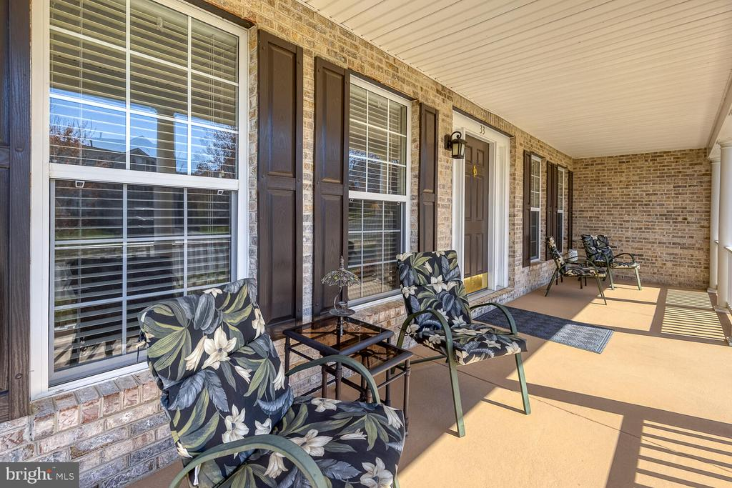 Perfect space for front porch seating - 33 BISMARK DR, STAFFORD