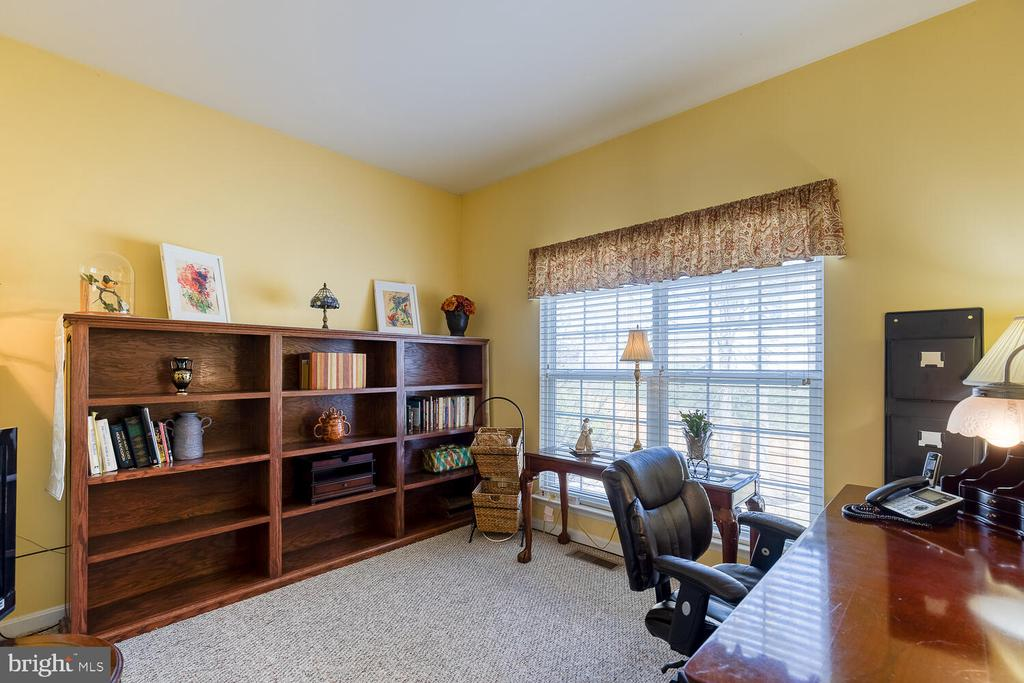 Office/study on main level - 33 BISMARK DR, STAFFORD