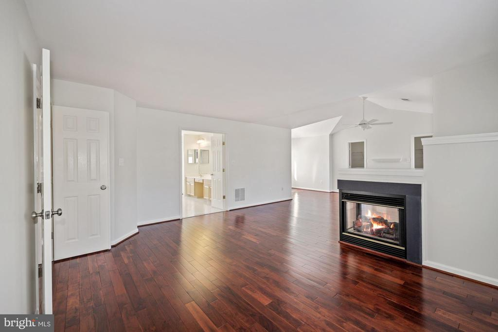 Another view of bedroom - 1306 MONROE ST, HERNDON