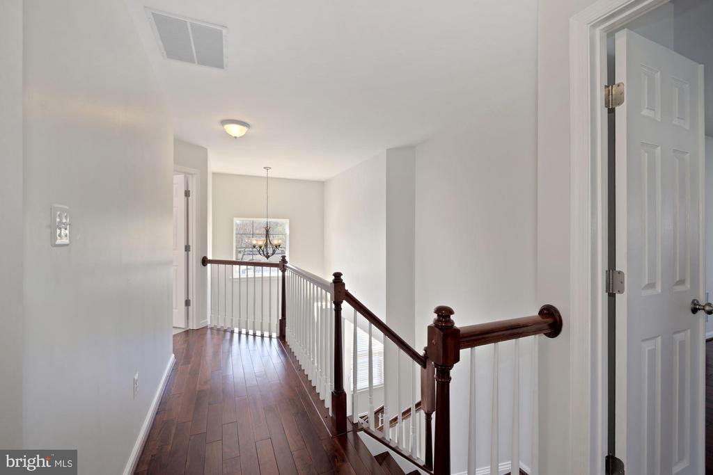 Upper level hallway - 1306 MONROE ST, HERNDON