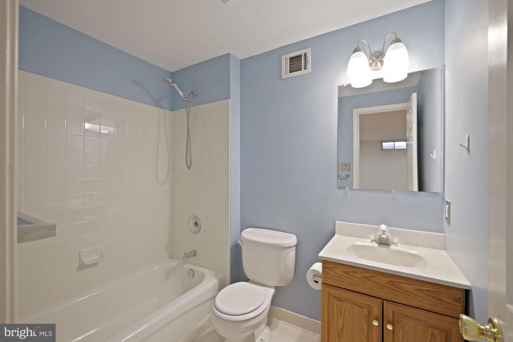 Convenient lower level full bath - 1306 MONROE ST, HERNDON